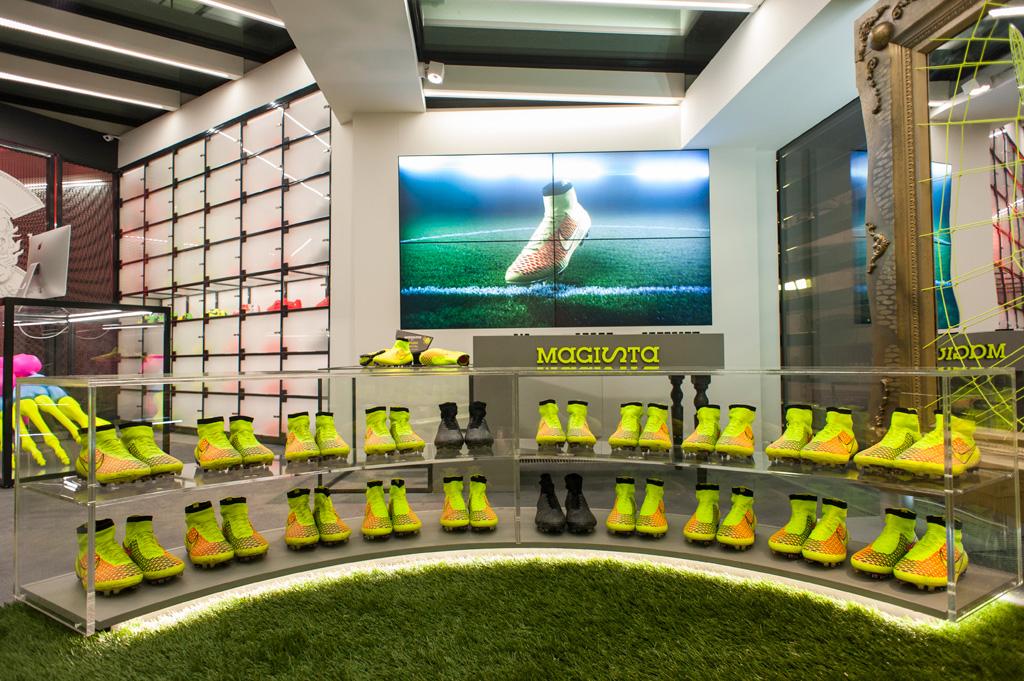 Allestimento Negozi Nike in Cementolegno